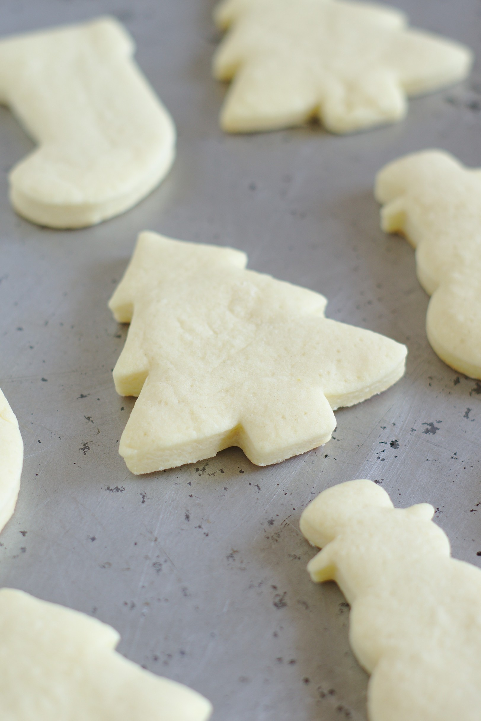 how to cut out sugar cookies