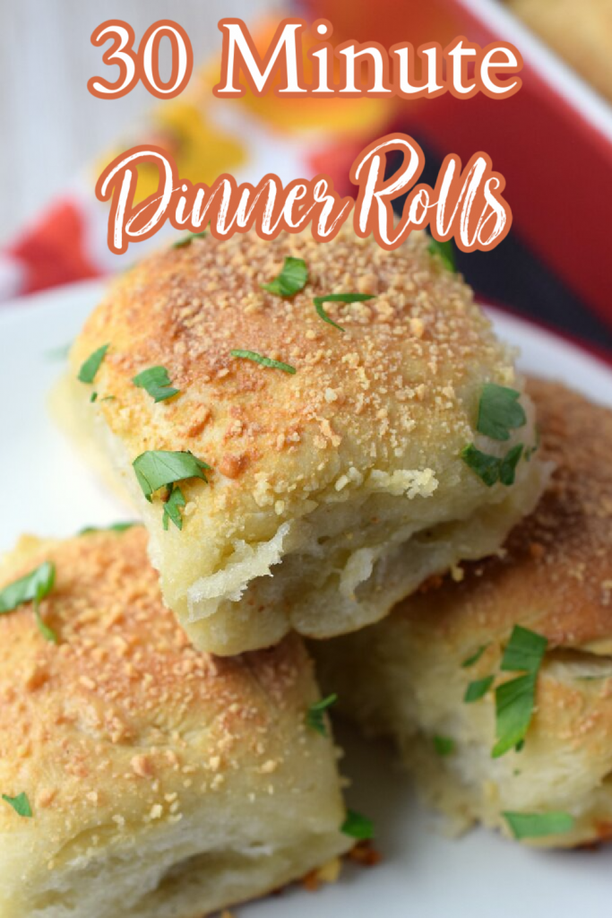 30 Minute Dinner Rolls - A quick and easy side dish perfect to serve for the holidays or as a part of a weeknight meal! Soft and fluffy dinner rolls that take 30 minutes to make start to finish. Grab some butter and dig in! 30 Minute Dinner Rolls   Dinner Roll Recipe   Dinner Rolls