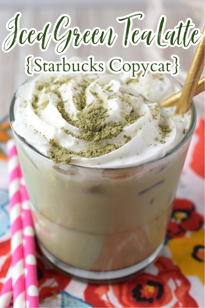 Iced Green Tea Latte - 4 ingredients Starbucks copycat recipe that takes just 2 minutes to make! This is the perfect iced matcha latte recipe! Iced Green Tea Latte | Iced Matcha Latte | Matcha Recipe