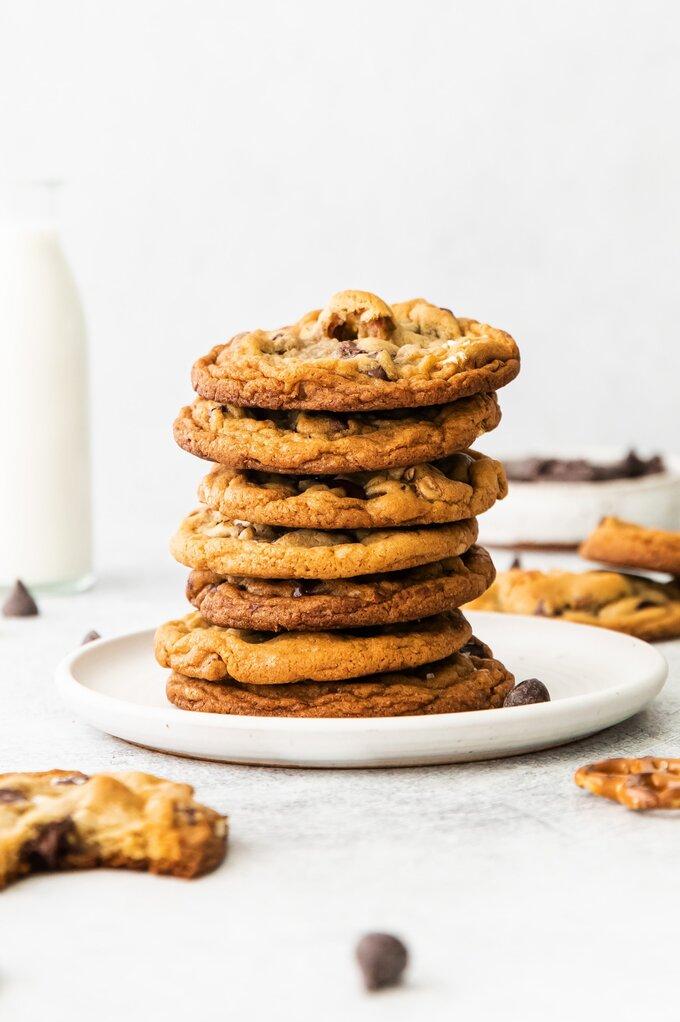 Dark Chocolate Pretzel Cookies