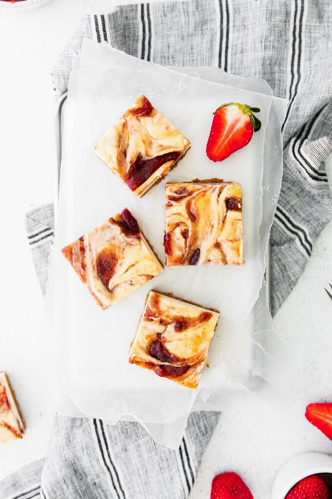 Homemade Strawberry Cheesecake Bars